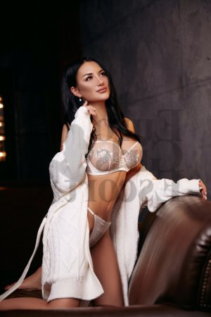 Li-ann tantra massage & call girl