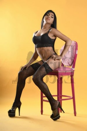 Zayra call girls in Paramount & erotic massage